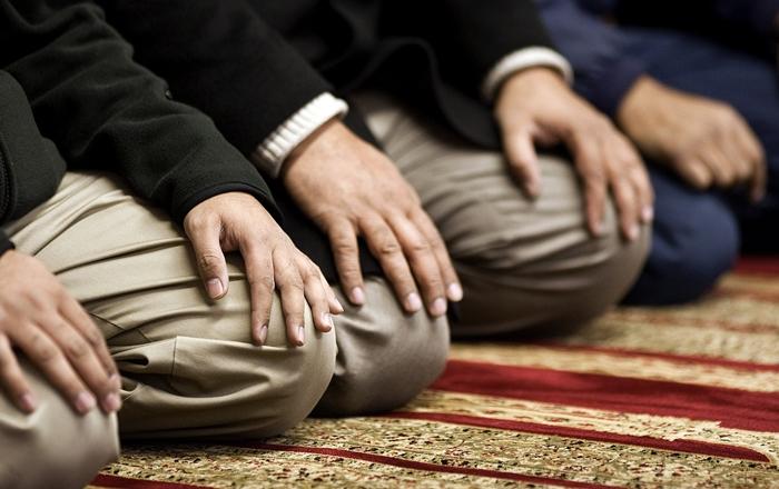 حوار شخصين الصلاة