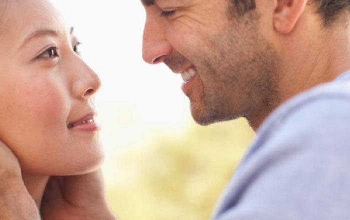 النظرة دليل الرغبة والحب اقرأ لغة العيون Ra2ed