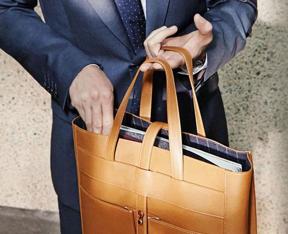 4 أخطاء يتعين على الرجال تجنبها عند اختيار حقائب اليد