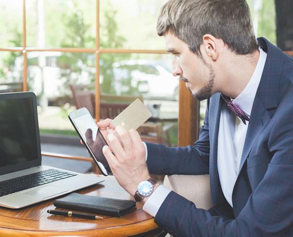 خمسة أشياء ينبغي القيام بها قبل إغلاق بطاقة الائتمان الخاصة بك