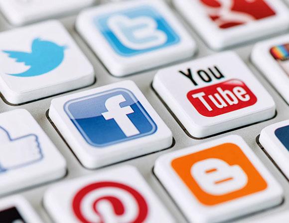 أيهما الأفضل لتسويق شركتك: البريد الإلكتروني أم الشبكات الاجتماعية؟