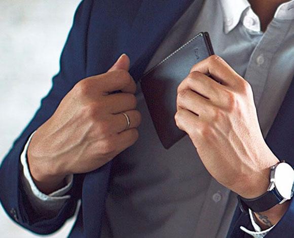 أخطاء يقوم بها الرجال عند ارتداء البدلات