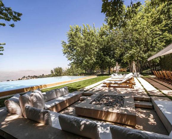 تعرف على قصر المصمم العالمي ايلي صعب في جبال لبنان