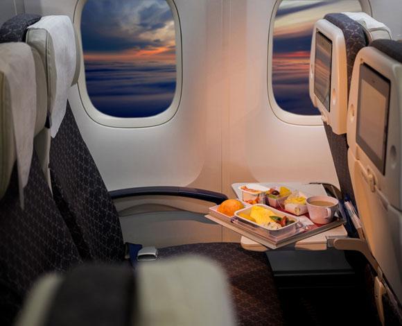 الأطعمة التي ينصح بتناولها أو تجنبها أثناء رحلات الطيران