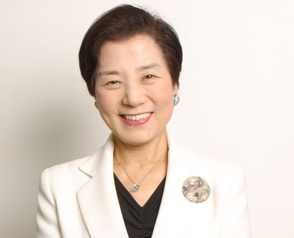 أول مليارديرة عصامية في اليابان تبلغ من العمر 82 عاماً!