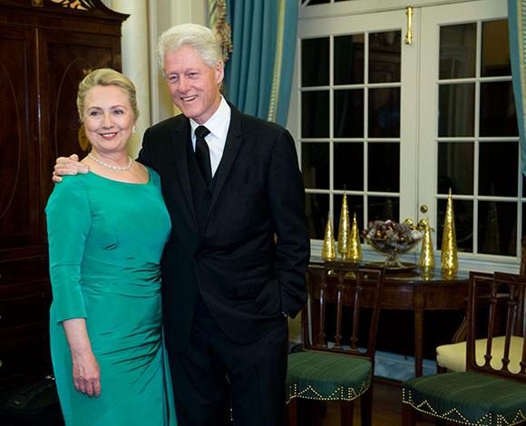 بيل وهيلاري كلينتون كسبا 163 مليون دولار من 2001 إلى 2012