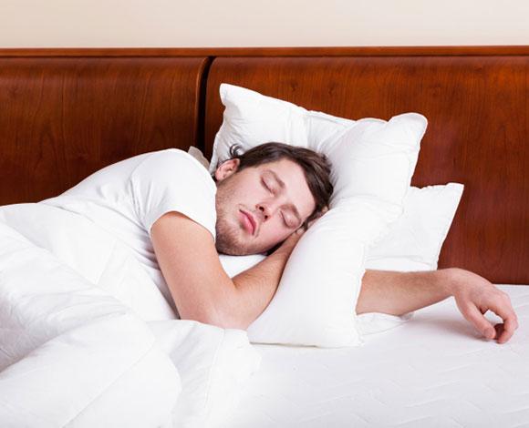 8 عناصر غذائية لنوم هانئ خلال الليل