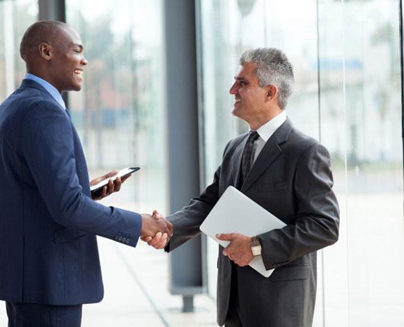 10 من أسرار لغة الجسد التي يتمتع بها رجال الأعمال الناجحين