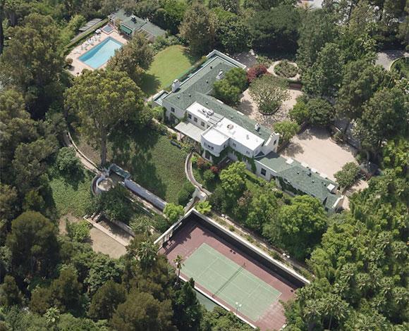 تايلور سويفت تشتري قصراً فخماً في بيفرلي هيلز بـ 25 مليون دولار