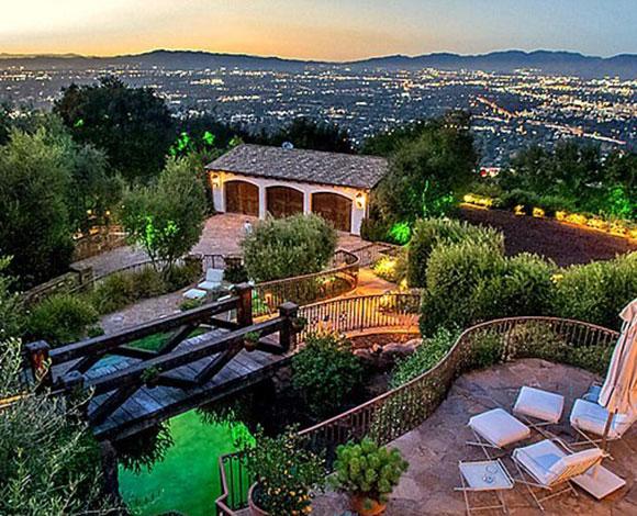 ايفا لونغوريا تشتري قصر توم كروز بـ 11.4 مليون دولار
