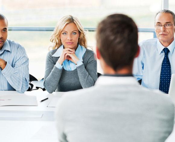 إيماءات يتعين عليك الانتباه إليها خلال مقابلات الحصول على وظيفة
