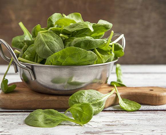 أطعمة تساعد في الوقاية من مشكلة سقوط الشعر