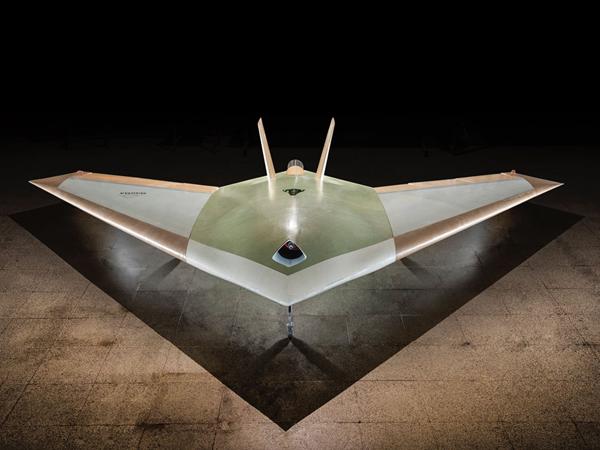 انبثاق فجر الطائرات اللاسلكية مع اختبار طائرات بدون أجنحة