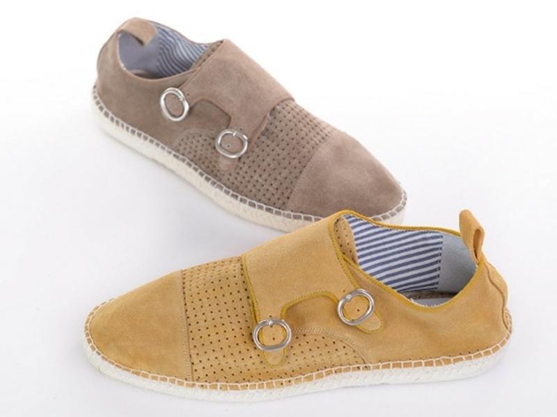 الأحذية المزودة بإبزيمين تحظي برواج كبير بين الرجال خلال الآونة الأخيرة