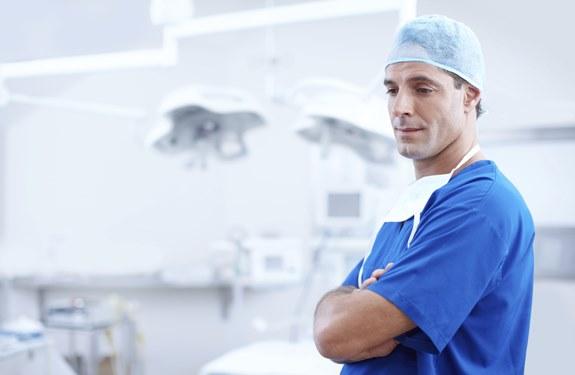 تعريف مهنة الطبيب