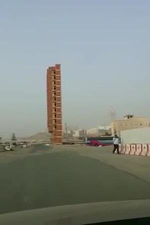 بالفيديو .. مبنى غريب وسط العاصمة في المملكة