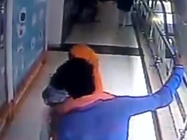 بالفيديو: صورة سيلفي تسببت بمقتل رضيعة داخل مركز للتسوّق!