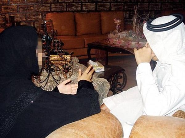 خلاف حاد بين عائلتين بعد النظرة الشرعية بسبب شروط الفتاة