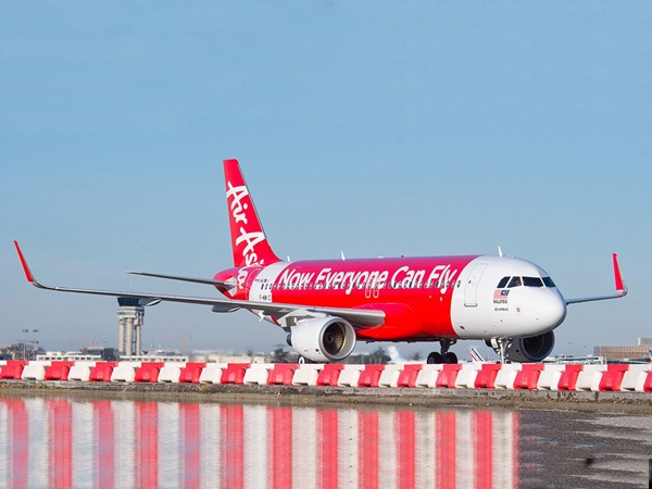 بالفيديو .. ركاب الطائرة يصابون بالذعر .. والطيار يطلب منهم صلاة الوداع