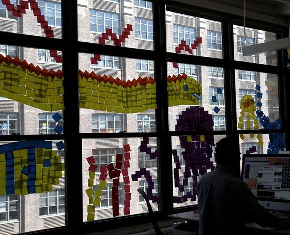 بالصور: شركات نيويورك تجبر موظفيها على تلوين واجهاتهم!