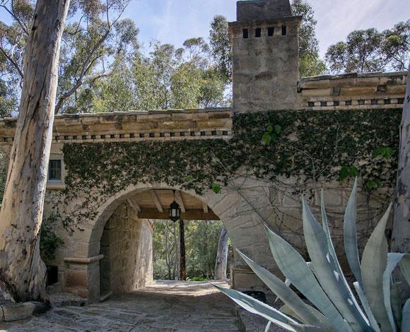 نظرة على قصر إلين ديجينيرس المعروض للبيع بـ 45 مليون دولار