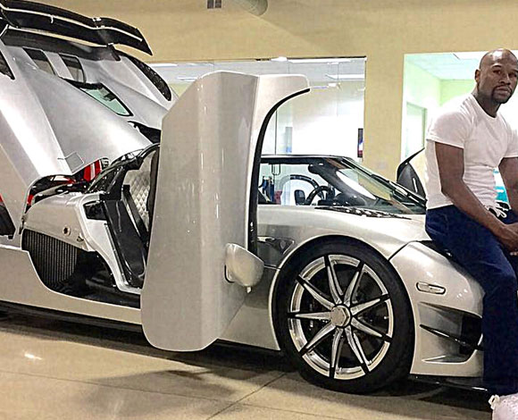 فلويد مايويذر إبتاع سيارة فاخرة وأشبع نفسه باستعراضها في كل مكان
