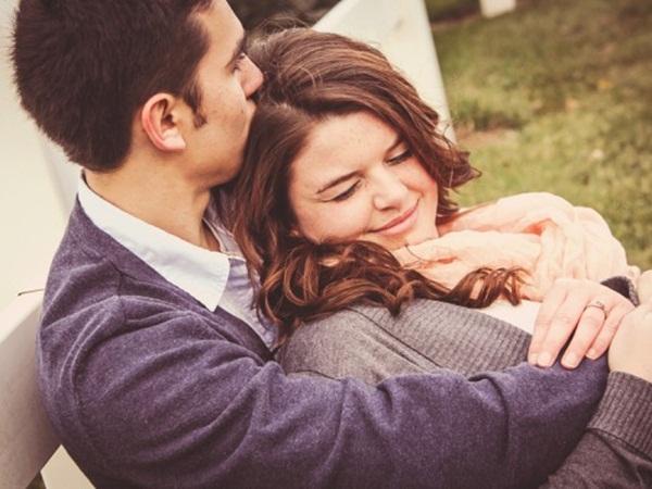 الأحضان والنزهات .. يمكنها أن تنقذ زواجك