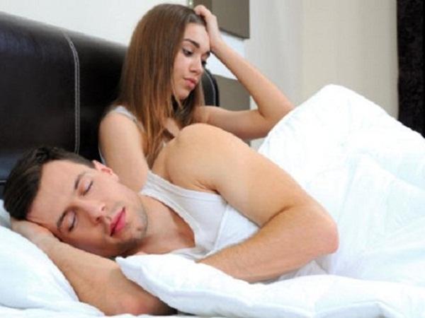 لماذا يغرق الرجال في النوم فور الانتهاء من العلاقة الجنسية