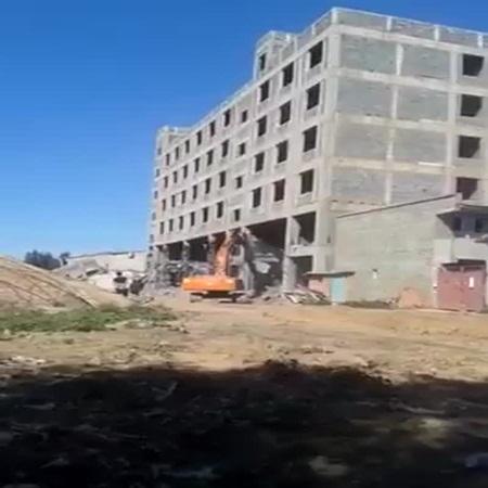 مالذي يمكن أن يحدث 'عند زالة عمود من مبنى بدون دراسة .. شاهد الفيديو لتعرف
