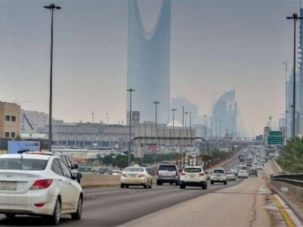 بالفيديو: مواطن يحول سيارته إلى مطبخ متنقل!