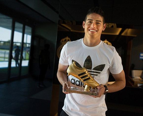 جايمس رودريجيز يتسلم الحذاء الذهبي كهداف المونديال