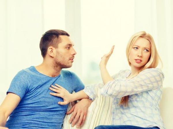 بهذه التصرفات تخبرك زوجتك أنها شديدة الغضب منك