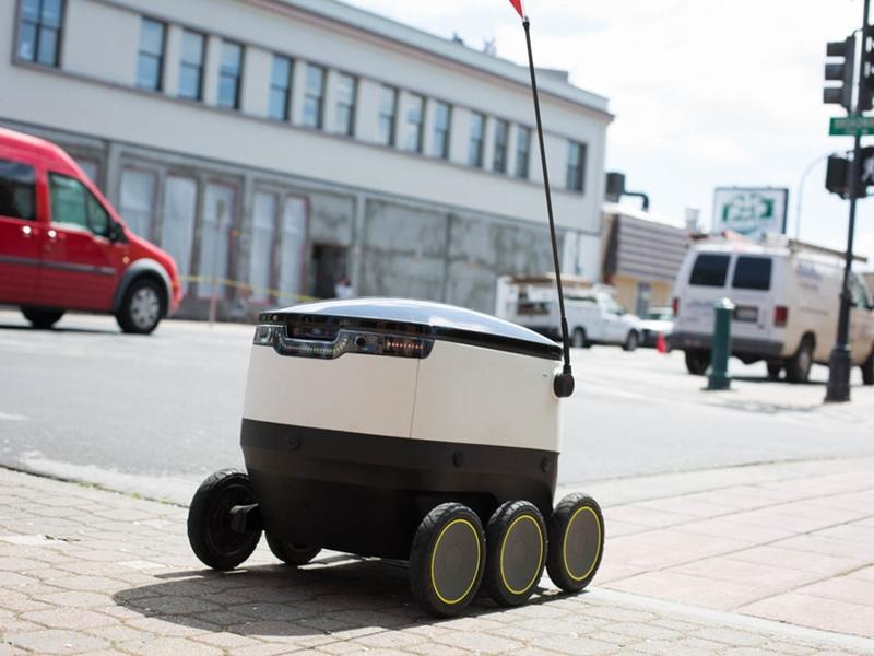 روبوتات ذاتية القيادة توصل الطعام حسب الطلب لموظفي وادي السيلكون