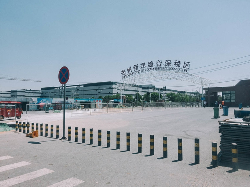 هنا يتم تصنيع نصف هواتف ايفون بالعالم ... اليكم جولة داخل المصنع الصيني العملاق
