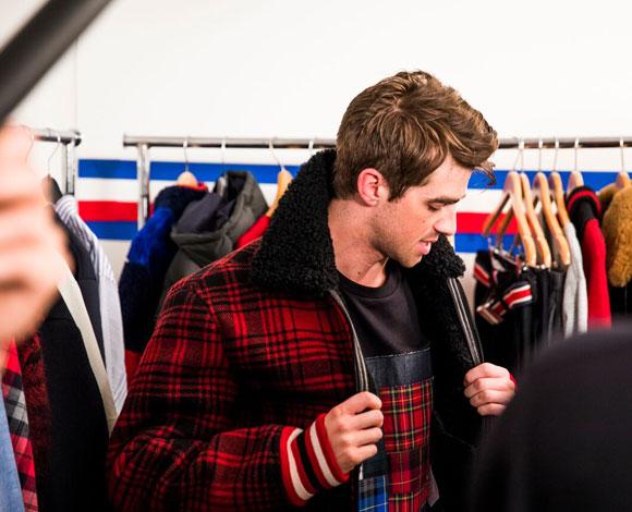 ذا تشين سموكرز لرائد: أزياؤنا بسيطة ترتبط بنمط الأزياء الأمريكي التقليدي