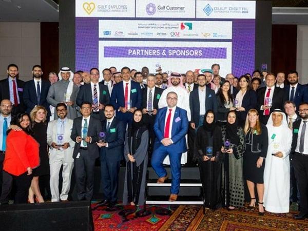 توزيع جوائز عملاء الخليج والخبرة الرقمية
