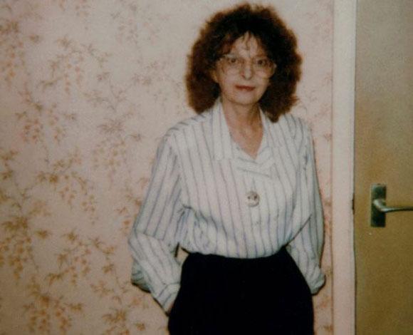 القبض على ثلاثة ممرضين كانوا يعذبون سيدة عجوز 8-1092