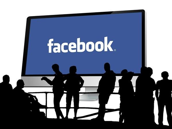 إن كنت تستخدم فيس بوك أسبوعيًا أكثر من 58 فأنت مُعرّض للإصابة بالعزلة