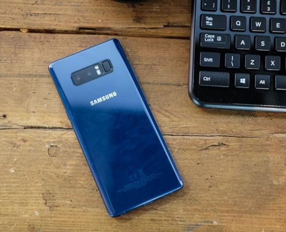 هل أنت محتار بين شراء هاتف سامسونج جالاكسي S9 أو نوت 8؟ إليك ما يجب أن تعرفه