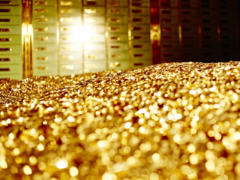 بالفيديو: خليجية تملك 145 مليون دولار من الذهب وإليك ما فعلته!
