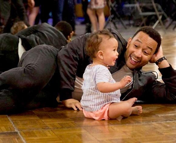 هؤلاء المشاهير يجعلون حياة الأبوة تبدو أنيقة للغاية ... ما رأيكمظ