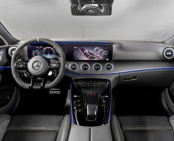 مرسيدس تنتج إصدارا خاصا من أجمل سياراتها رباعية الأبواب