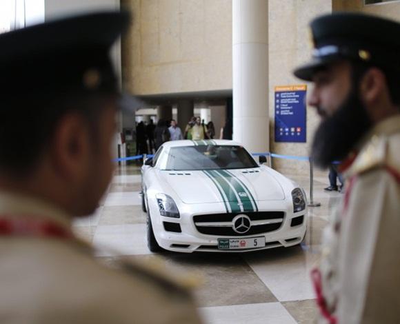 بدءًا من السيارات الفاخرة وصولًا إلى الأسلحة المتنوّعة... إليك ما لا تعرفه عن شرطة دبي