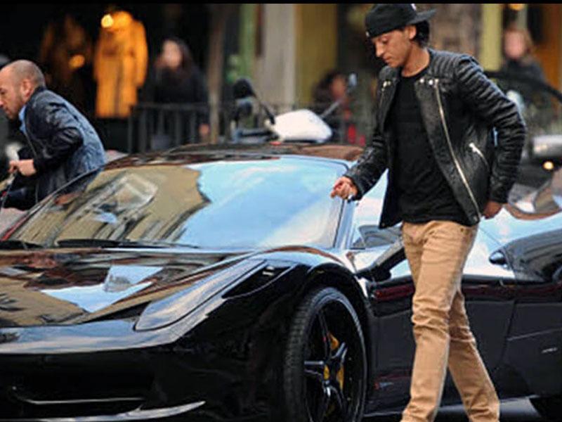 تعرّف إلى لاعبي كرة القدم الذين يقتنون سيارات فيراري