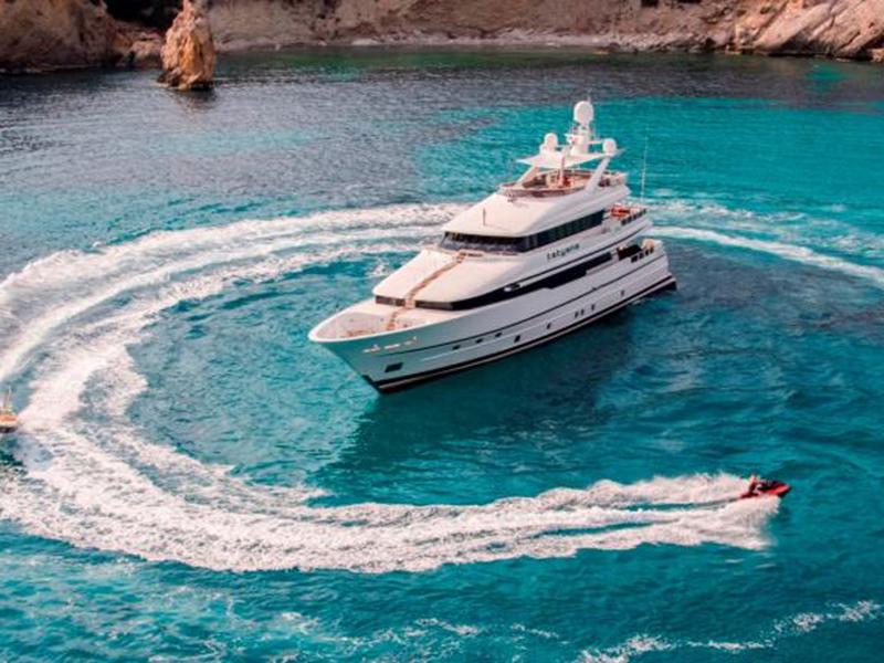 4 من أفخم اليخوت المعروضة للإيجار لرحلات البحر المتوسط الصيفية