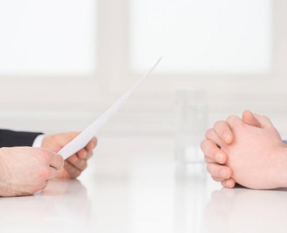 كيف تتألق في أول مقابلة توظيف لك؟
