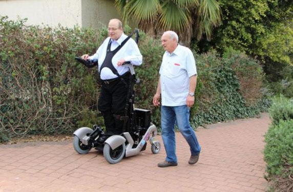 جهود لتطوير جهاز جديد يساعد المصابين بالشلل الكلي على الحركة