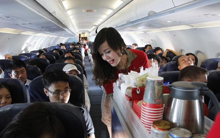 لماذا لا يتعين عليك طلب ثلج أثناء سفرك على متن الطائرة ؟