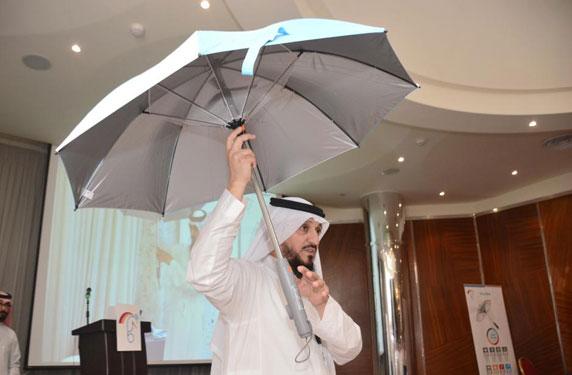 مهندس سعودي يبتكر شمسية مكيفة للحجاج .. تعرف عليها
