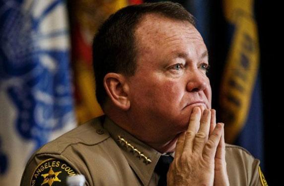 شرطة لوس أنجلوس تدفع 300 ألف دولار لتغيير مشبك حزام في زي أفرادها